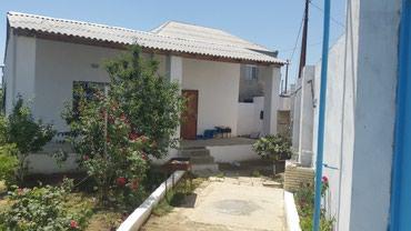 Bakı şəhərində Bineqedi qesebsinde 6.5 yarimda tikilen orta rimontlu 3 otaqli ev