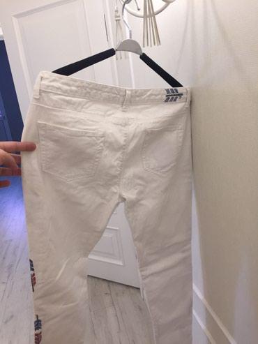 Джинсы бойфренды белые стильные от Zara размер 30 в Бишкек