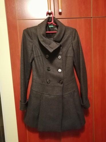 Kaput vuna - Srbija: Ženski tamno sivi kaput - Benetton. Veličina 38. Materijal 100% vuna