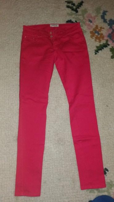 Crvene pantalone. 38 velicina. Imaju elestin. Bez ostecenja. Stanje - Kraljevo