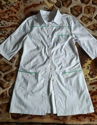 Продаю медицинские халаты ЖЕНСКИЕ.Ткань ХБ.Размеры:52-1 шт;48-1