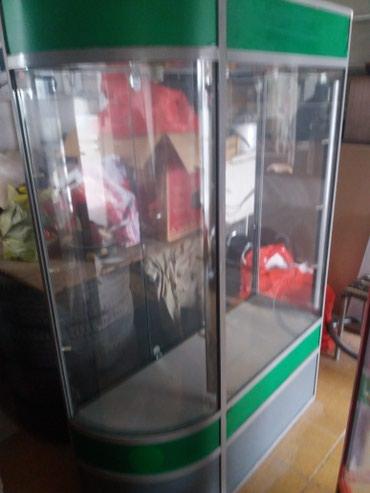 Продаю витрины 2 больших и 1 мален. у красной витрины есть крючки в Бишкек