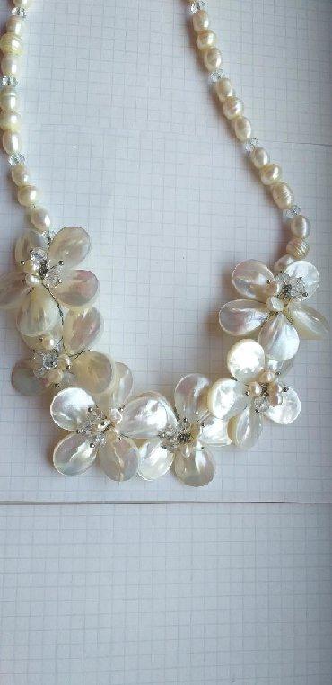 Свадебные аксессуары - Бишкек: Ожерелье свадебное.Перламутровые цветы с жемчугом натуральным.(0558)