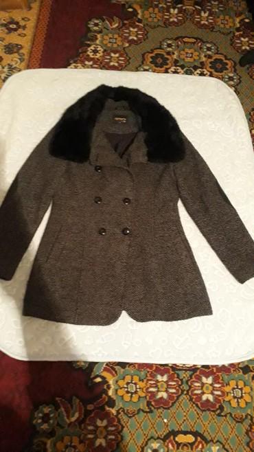 женское пальто турция в Кыргызстан: Пальто женские 500 сом.Можно убрать воротник.Покупали в Турцие
