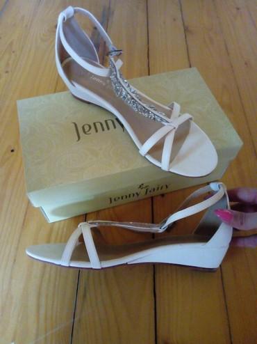 Sandale kupljene u CCC radnji,bele boje,br.39 unutrasnja duz.gazista - Pancevo