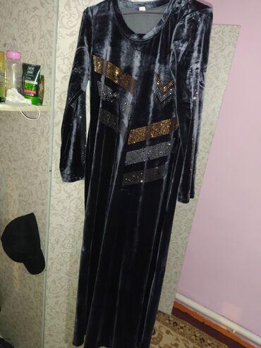 Платье в хорошем состоянии.46-48размер на рост 165-170.мягкий велюр