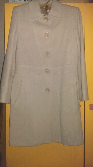 Шикарное пальто цвета слоновой кости. в Бишкек