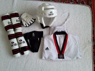 спортивный-комплект в Кыргызстан: Срочно продаю щитки!Полный комплект.Уступим!Щитки на ноги.Щитки на