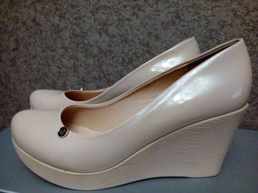 biryuzovye tufli в Кыргызстан: Продаю новые лакированные туфли на платформе. Реплика GUCCI. размер