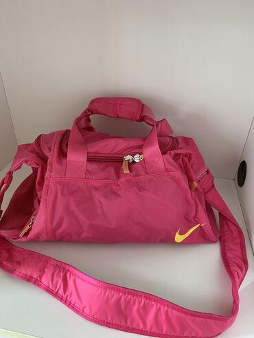 Pantalone ski obim - Srbija: Nike torba za trening.  Stanje odlicno!!!