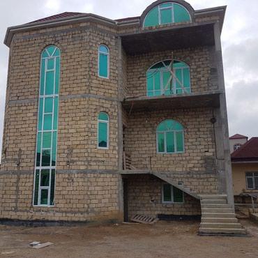 - Azərbaycan: Satış Evlər : 500 kv. m, 6 otaqlı