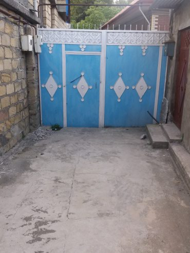 Xırdalan şəhərində Sheki sheherinde tam merkezinde 3 otagli tam sheraitli heyet evi
