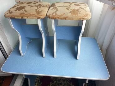 кухонный стол стулья в Кыргызстан: Продаю кухонный стол со стульями.Продаю комплект кухонный стол со