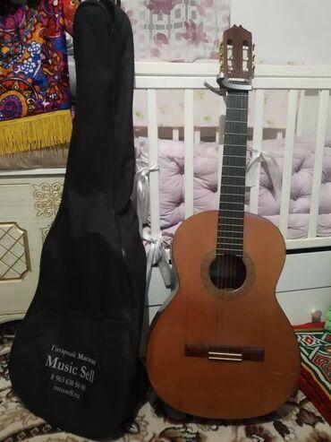 Гитара хорошое состояние +чехол+каподастер