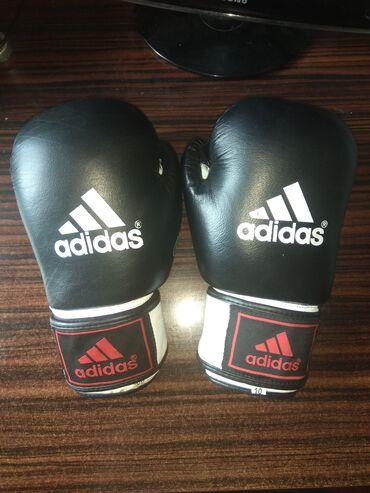 Боксерские перчатки. Кожаные. Бинты прилагаются!