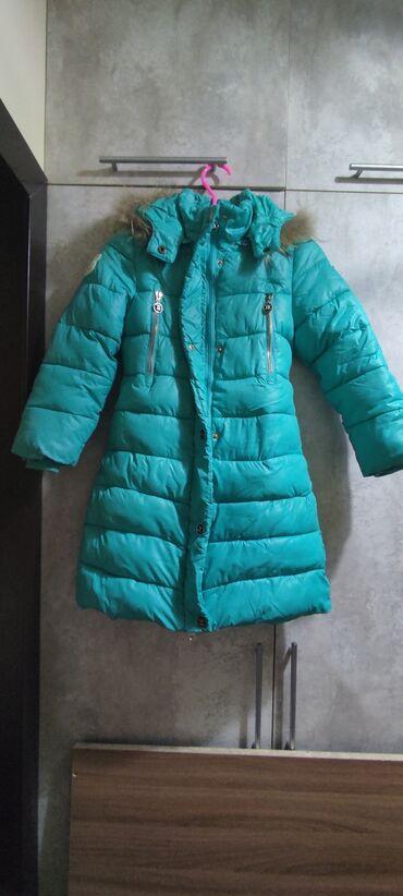 Продаю зимнюю куртку на девочку 7-9 лет, торг уместен