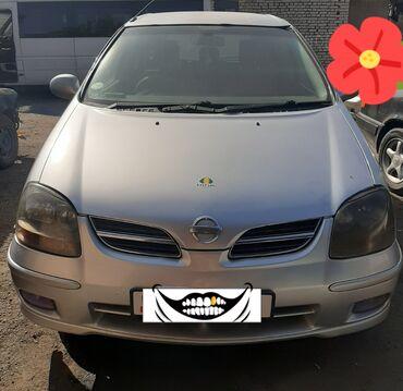 Nissan Tino 1.8 л. 2000