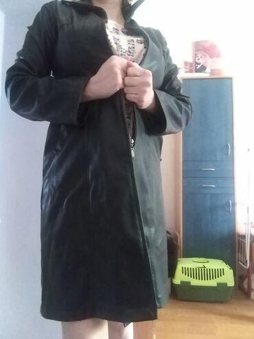 Nova crna skaj jakna dužine ispod kolena. Veličina L/XL. Jako fini ska