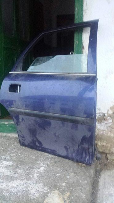 Na prodaju vrata za Opel vectru B ,zadnja oboje u extra stanju - Kragujevac