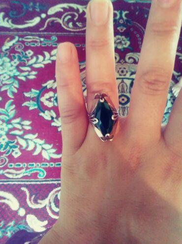 Продаю кольцо серебро стзолотой накладкой 18 размер 600