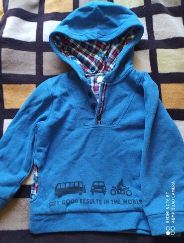 Детские топы и рубашки в Кыргызстан: Вещи на мальчика б/у состояние отличное. Синяя толстовка размер 4-5 ле