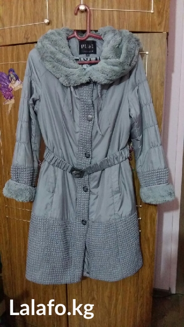 Пальто очень хорошего качества на тонком синтепоне. размер 46-48. в Бишкек
