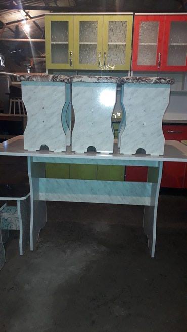 Продаю стол табуретки от3000до4500 в Бишкек