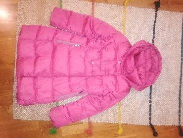 Jakna ovo - Srbija: BENETTON zimska jakna za devojčice. Veličina 6-7. Na leđima ima malo