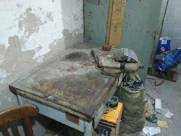 Тиски в Кыргызстан: Верстак с тисками, заводской, тиски вращаются, есть выдвижные ящики