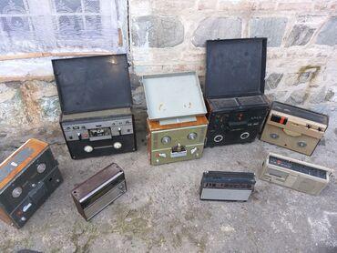 qara kişi gödəkçəsi - Azərbaycan: 4 eded lentli maqnitofon 1 eded kaset maqnitofon 4 eded radio hammisi