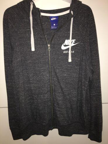 Nike ženski duksDobijen na poklon ne odgovara broj.Nije nošen uopšte
