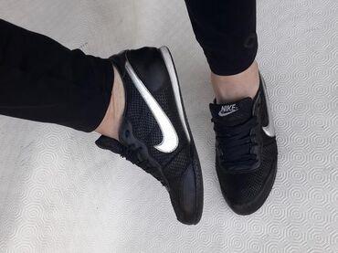 Ženska obuća | Valjevo: Nike - broj 37 - kozne patike - lake za odrzavanje. Broj 37 - gaziste