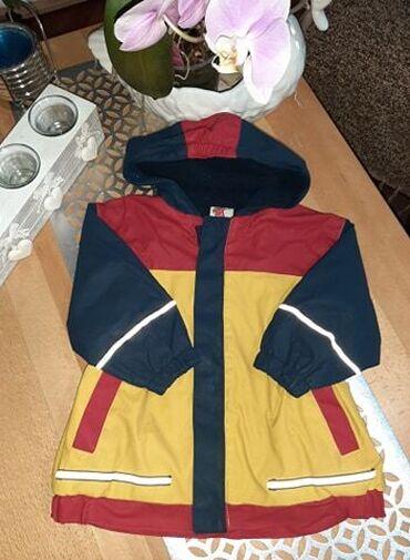Dečija odeća i obuća | Kraljevo: Super ocuvana gumirana jaknica za decake, za prelazni period