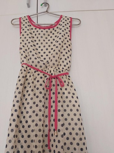 белое летнее платье в Кыргызстан: Продаю летнее платье в идеальном состоянии,с горошком