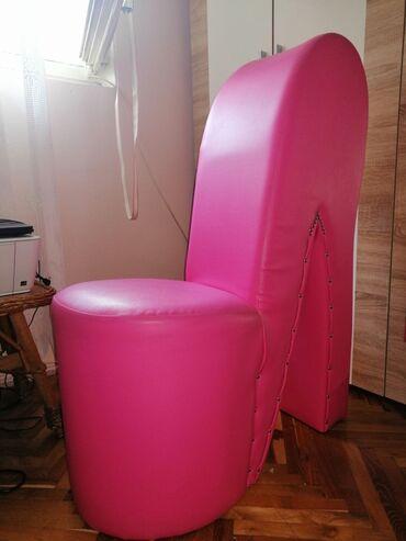 Nameštaj - Pancevo: Fotelja u obliku štikle, kao nova skoro ne korišćenaDimenzije: 98x66