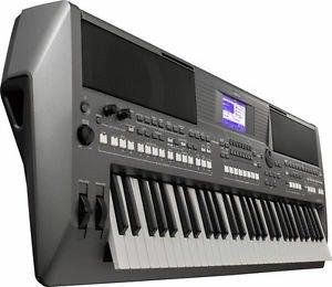 Синтезаторы - Бишкек: Yamaha psr s670. синтезаторы. дом торговли, ЦУМ 4 этаж бутик В-14