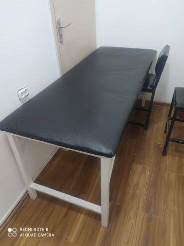 Медицинская мебель - Кыргызстан: Стильная удобная кушетка цвет черн бел  НОВЫЙ состояние отличное