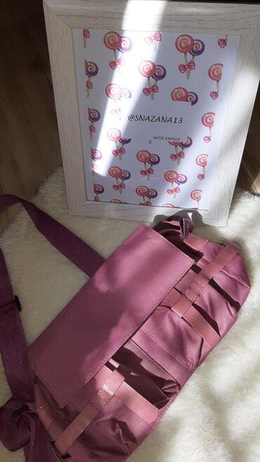 Torba je dimenzija - Srbija: Lila torbica Prelepa lila boja. Ima vise pregrada.Moze se koristiti