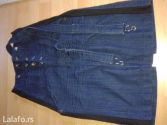 Pozadi-slic-dug-cm - Srbija: Prelepa plava duboka suknja sa strane ima crne linije. Pozadi ima mali