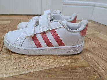 Dečija odeća i obuća - Nova Pazova: Adidas patike za devojcicu,27
