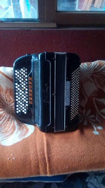 Harmonike | Srbija: Na prodaju xarmonika stariji model rucni rad nzm tacan model trebalo