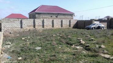Bakı şəhərində Torpaq sahesi cox tecili. Kurdaxani qesebesinin girishinde. Yolun qira