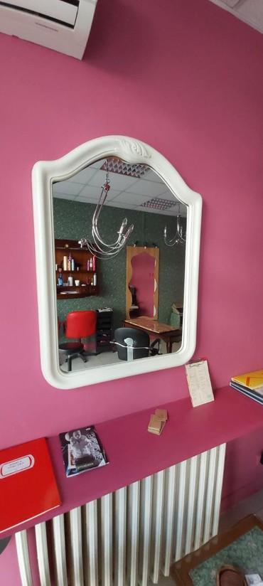 Kućni dekor - Crvenka: Ogledalo na prodaju.Dimenzije sirina 71 cm a visina 95 cm.Beograd