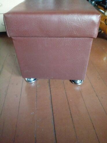 пуфики бишкек in Кыргызстан | ОТУРГУЧТАР, ТАБУРЕТТЕР: Продаю: пуфик новый, коричневый (не открывается) на ножках 900