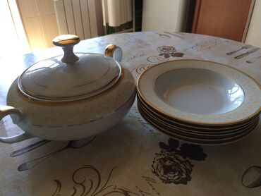Комплект суповых тарелок (6 шт) и супница. Производство - Япония. Не