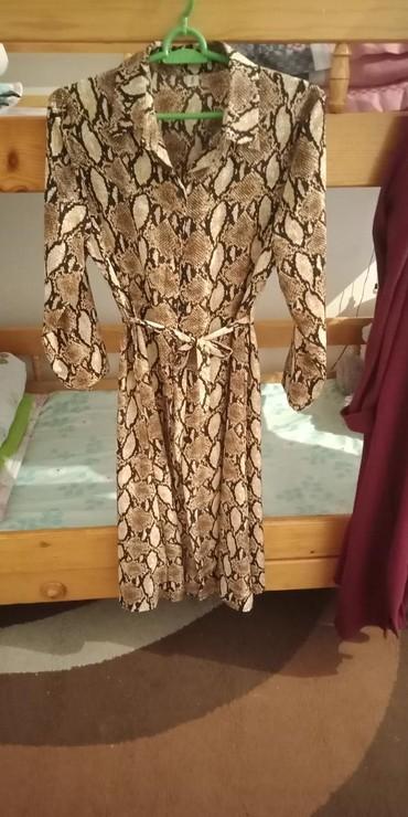 длинное платье с цветочным принтом в Кыргызстан: Платье змеиный принт состояние отличное 800