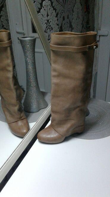 Kozne zivensi cizme 38br 3-4 puta obuvene