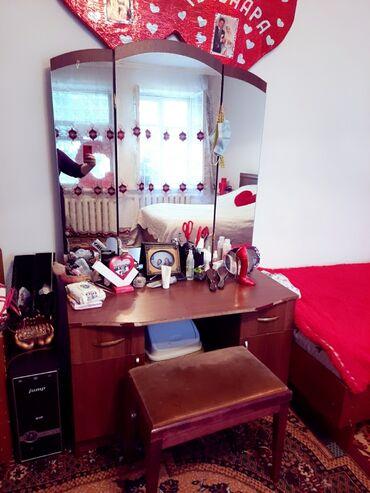 Гарнитуры - Кыргызстан: Спальний гарнитур! В камплекте:кравать,матрас, 2 тумбочки,тремо