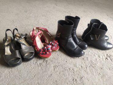 Находки, отдам даром - Кыргызстан: Отдам даром обувь 35 размера. Демисезонные и летние