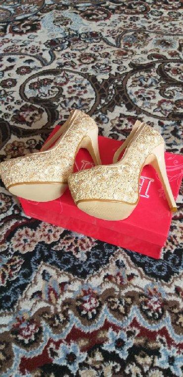 Новый вечерний туфли на шпильке, не разу не одевала, размер не